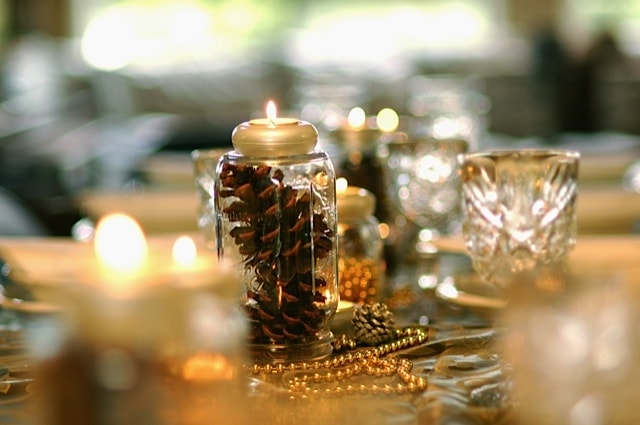 Table setting with mason jars and pine cones reluctant