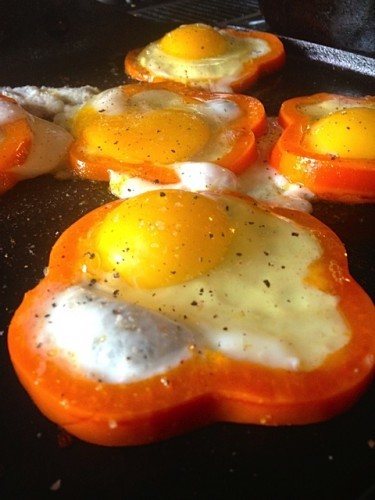 Fried Eggs in Pepper Rings | reluctantentertainer.com