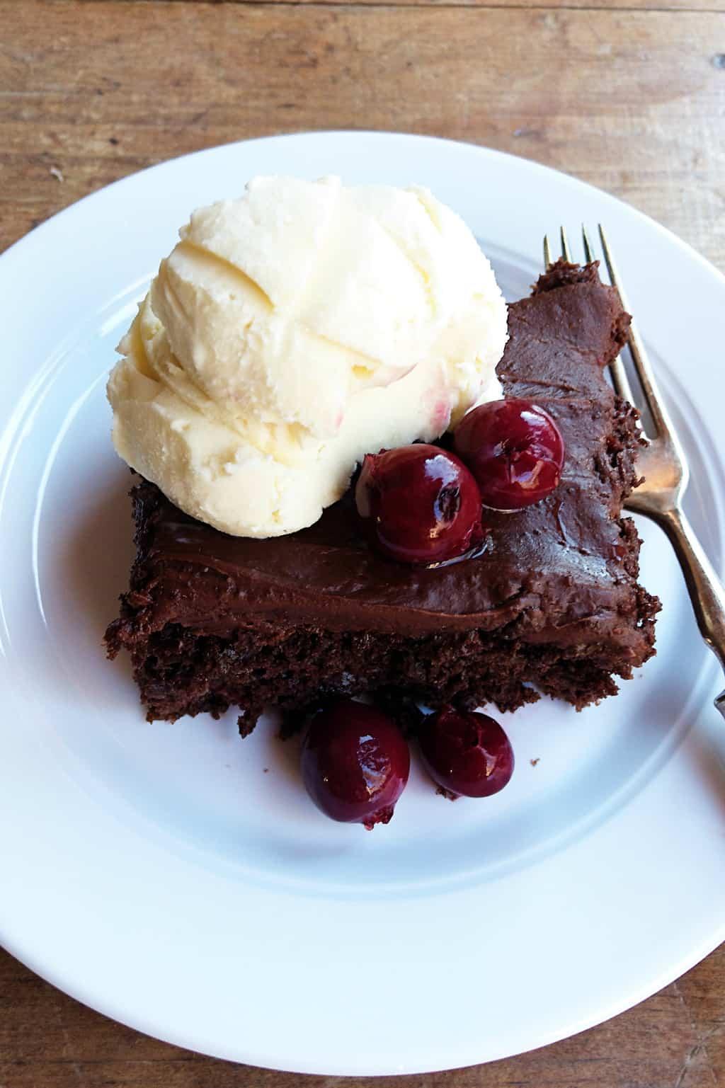 EASY 4-Ingredient Chocolate Cherry Cake Recipe