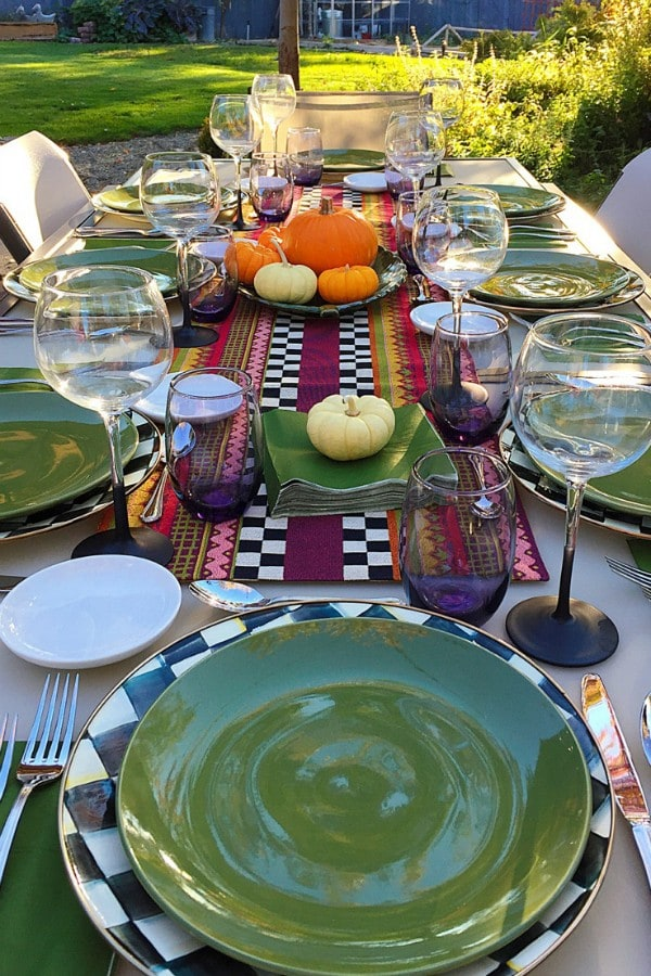 Hosting a Friendsgiving Dinner Party