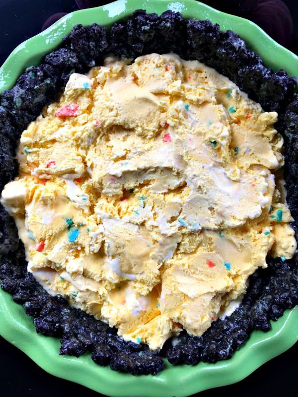 Oreo Mint Pistachio Ice Cream Pie