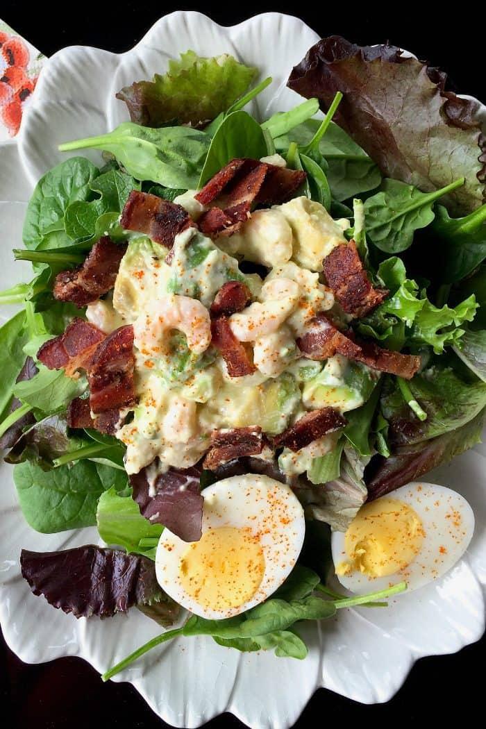 Delicious Green Salad with Shrimp and Avocado