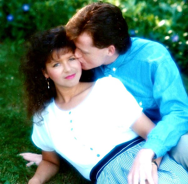 Sandy & Paul 25 years ago - Reluctant Entertainer