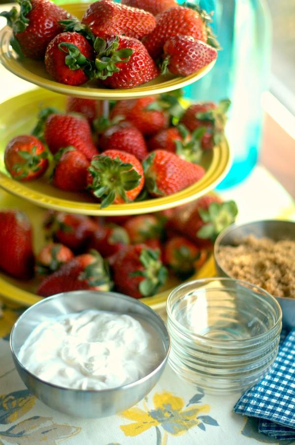 Strawberries Dipped in Sour Cream and Dark Brown Sugar