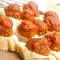 This Easy Meatball Crostini Appetizer is super easy to make for last-minute dinner parties, potlucks, simple dinners, or picnics!