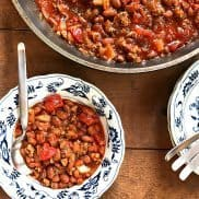 5-ingredient Sriracha Chili Recipe at ReluctantEntertainer.com