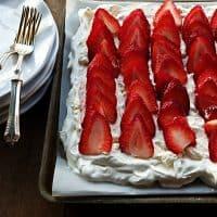 EASY Strawberry Pavlova Dessert