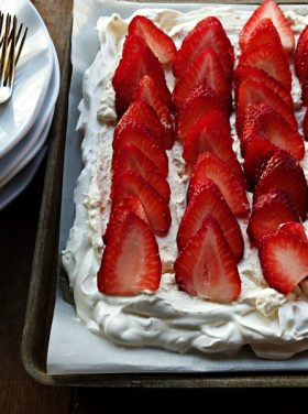 EASY Strawberry Pavlova Dessert