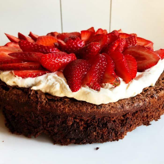 Easy Best Flourless Chocolate Cake Recipe
