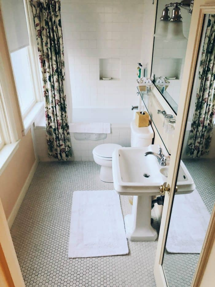 Ashland Springs Hotel Review in Ashland Oregon bathroom