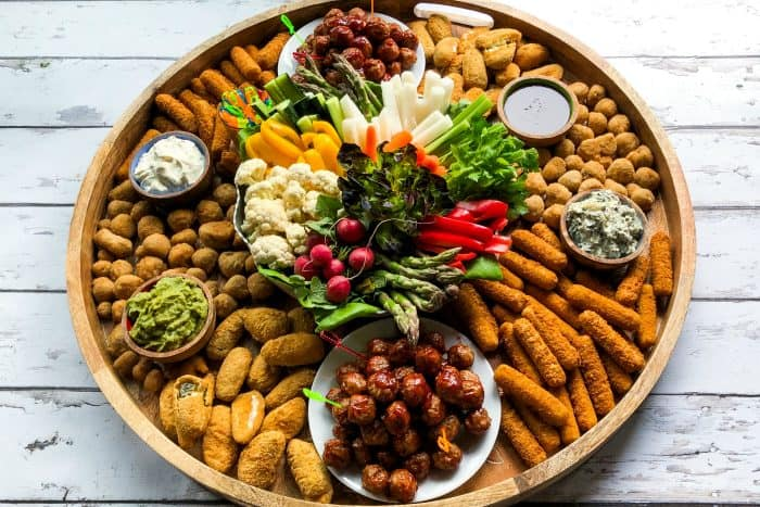Easy Easter Entertaining Snack Board