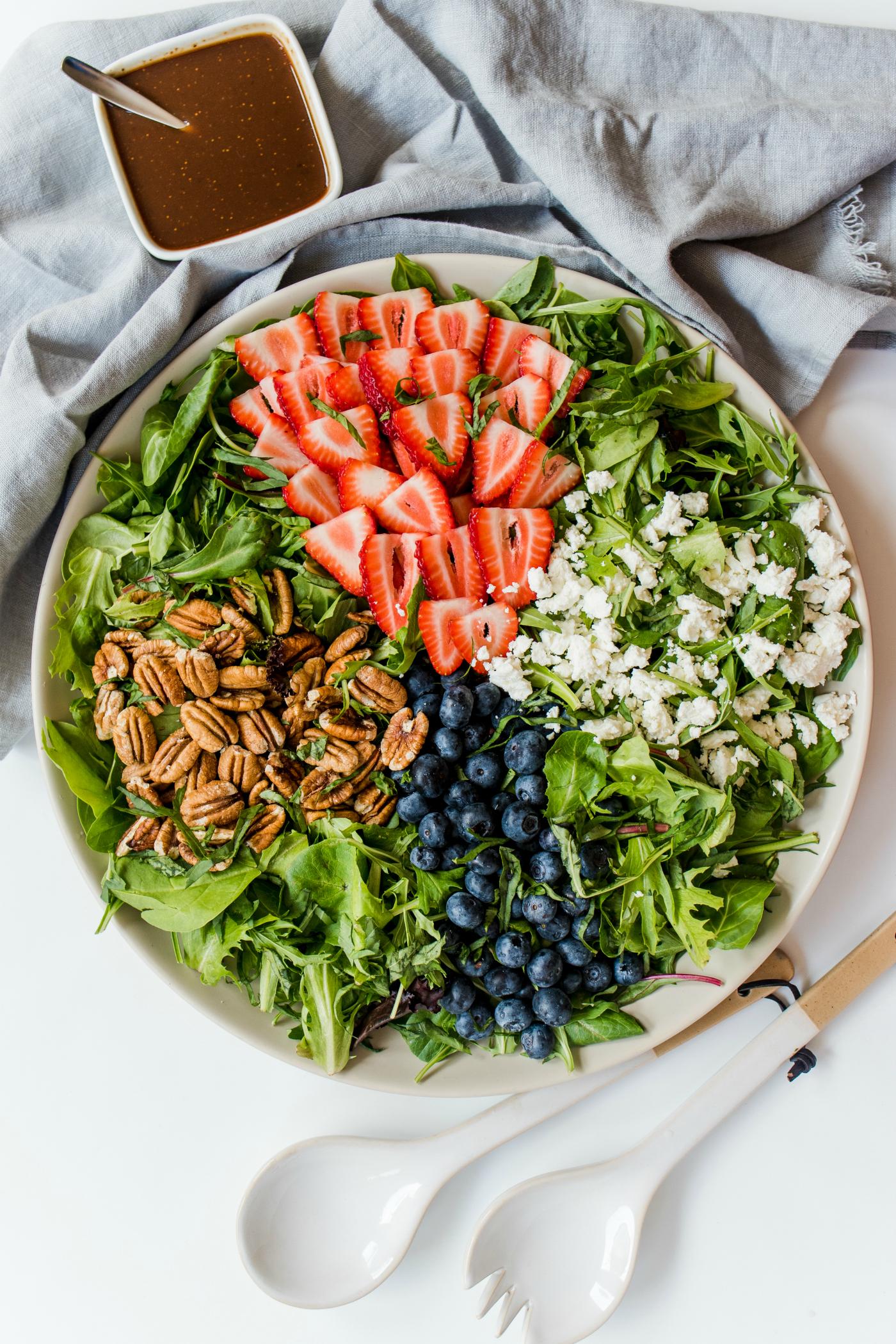Pecan Berry Green Salad Recipe