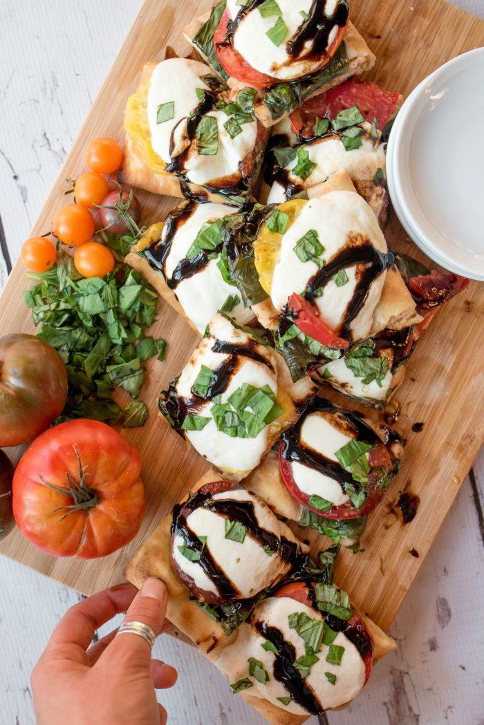 EASY Caprese Flatbread Pizza