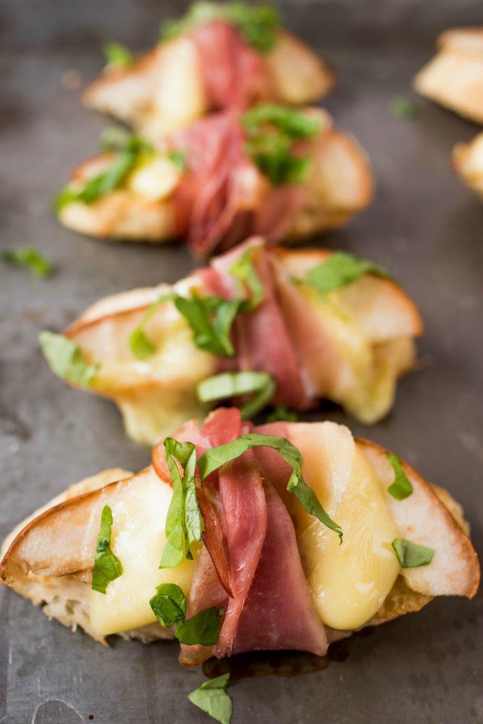 Easy Pear Brie Bruschetta Recipe