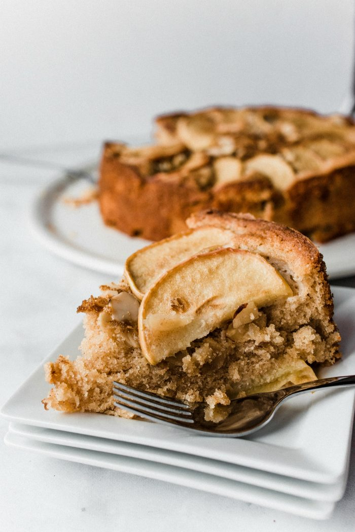 DELiSH Spelt Cinnamon Apple Cake